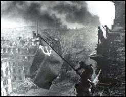 Quel objectif prioritaire a été fixé envers l'Allemagne nazie ?