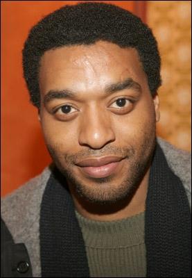 Acteur d'origine nigériane, j'ai débuté à l'écran en 1997 dans  Amistad . Puis on me verra dans  The Kinky Boot  et récemment au côté de Denzel Washington dans 'Inside Man'.