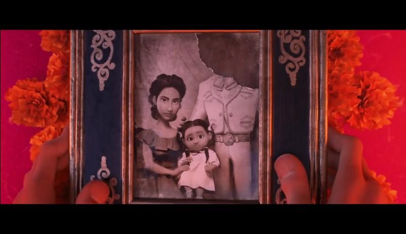 """Quel membre de la famille reste bloqué par la """"douane"""" du royaume des morts parce que Miguel avait emporté sa photo avec lui ?"""