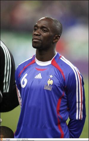 Ce footballeur d'origine congolaise, a terminé sa carrière au PSG en 2011. Il fut membre de l'équipe de France de 95 à 2008. Il s'appelle :