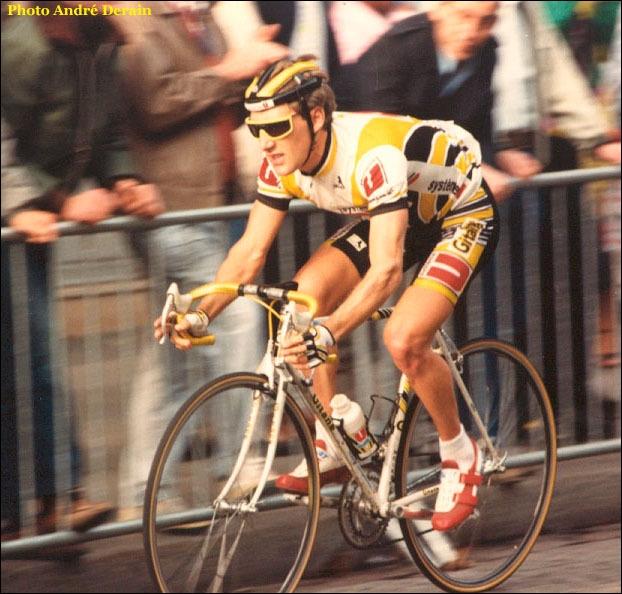 Cet ancien coureur cycliste, populaire dans les années 80, fut sélectionneur de l'équipe de France, poste duquel il démissionna en 1999. Son nom est :