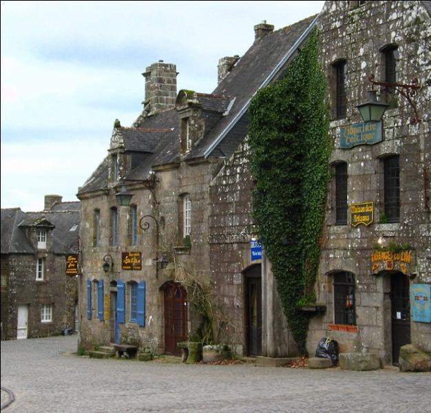 Cette petite cité de caractère du Finistère a servi de décors pour le tournage de nombreux films : Tess de Polanski, Un long dimanche de fiançailles de J. P. Jeunet, Chouans de Philippe de Broca ...