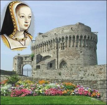 A Dinan, on peut admirer ce donjon dit de la duchesse Anne. Anne de Bretagne personnage historique important de cette région fut l'épouse de deux Rois de France ... .