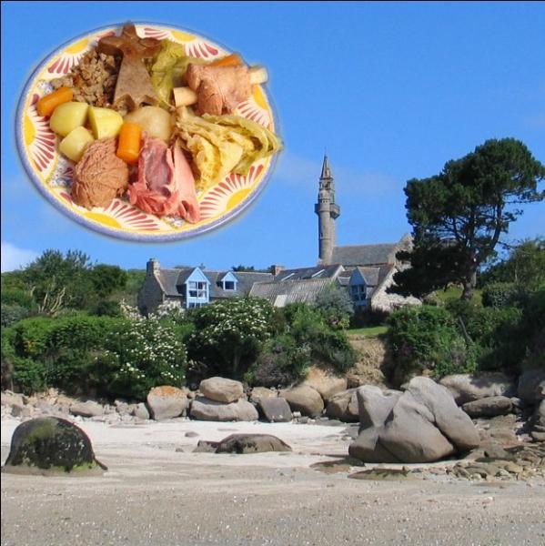 Considéré autrefois comme la nourriture du pauvre, ce pot-au-feu breton avec une farce à base de farine de blé noir, est un plat traditionnel de la région du Léon ... .