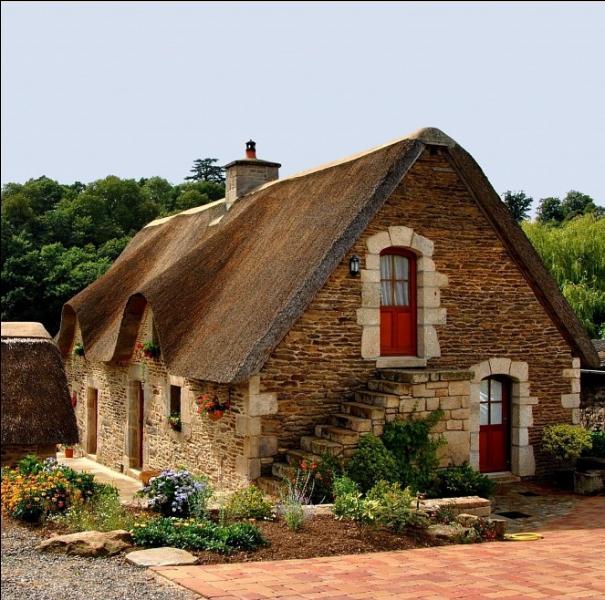 Qu'utilisait-on principalement pour la confection des toits de chaume de ces jolies maisons bretonnes ?