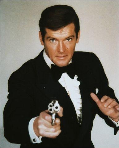 A qui est opposé James Bond dans  L'espion qui m'aimait  ?
