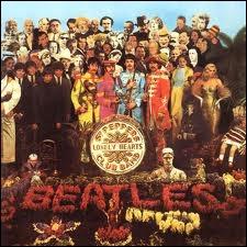 Commençons par une pochette mythique : Les Beatles et leur fameux album Sgt. Pepper's Lonely Hearts Club Band. Quels personnages furent éliminés de la version finale ?