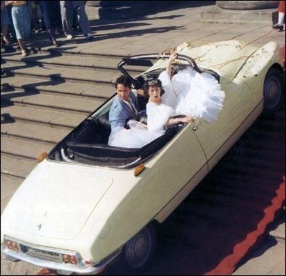 L'issue heureuse de l'idylle d'une princesse et un play boy en Citroën cabriolet ... .