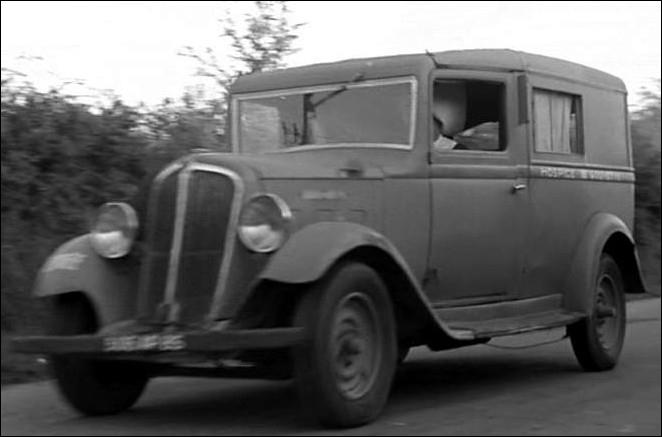 Retour à l'Hospice de Gouyette pour trois amis farceurs, Baptiste, Jean-Marie et Blaise en fourgonnette Renault ... .