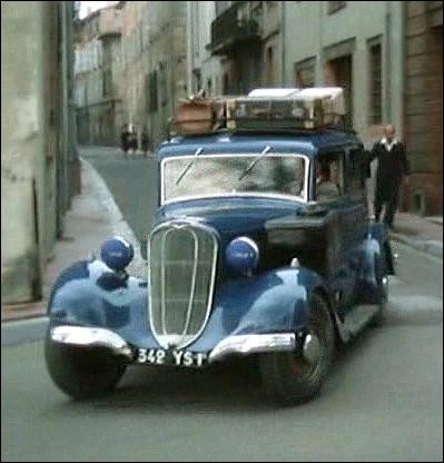 Juin 44 à Montauban, le docteur Dandieu croit conduire en  Chenard & Walker  sa famille en sécurité dans sa propriété familiale ... .