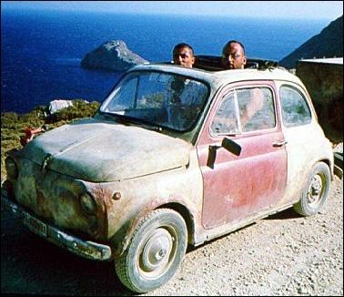La mythique et toujours jeune Fiat 500 d'Enzo Molinari dans le film ... .
