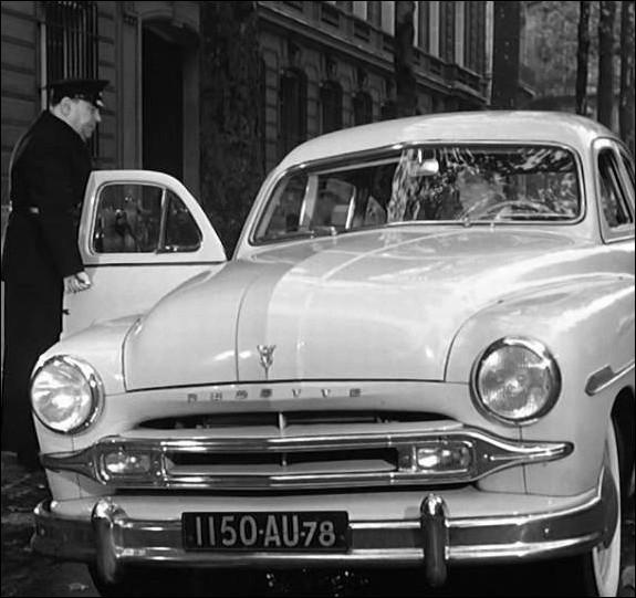 La Ford vedette, voiture de Max le menteur complice de Riton, deux truands associés depuis 20 ans ... .