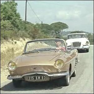 Au volant d'une Renault Floride, Ludovic Cruchot traque discrètement les chauffards ... .