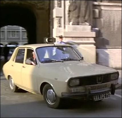 Un duo de flics : Michel Clément et Marcel Watrin, pour une première tournée routinière dans Paris en Renault 12 ... .