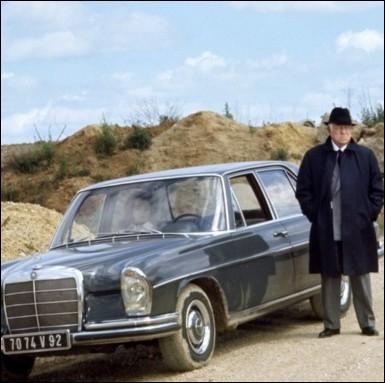 Cette mercédès est la voiture de la famille mafieuse dirigée par le patriarche Vittorio Manalese ... .