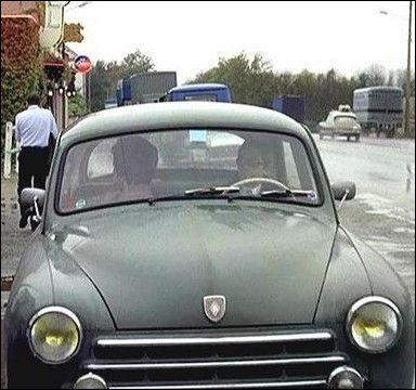 La frégate Renault de Clément Tibère , physicien français pris en chasse par le KGB... .