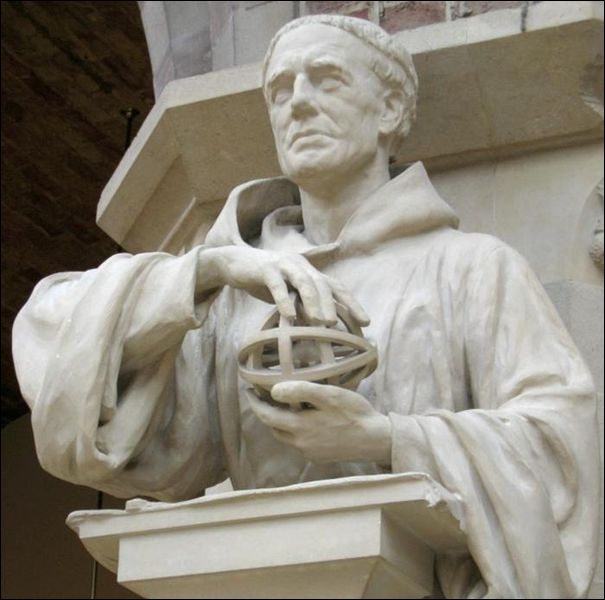 Philosophe anglais et frère franciscain du Moyen-âge qui utilisait des méthodes scientifiques très avancées pour son époque. Qui est-ce ?