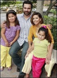 Quel âge ont les deux filles de Carlos et Gabrielle Solis dans la saison 7 ?