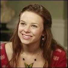 Avec qui Danielle Van de Kamp a-t-elle une liaison dans la saison 2 ?