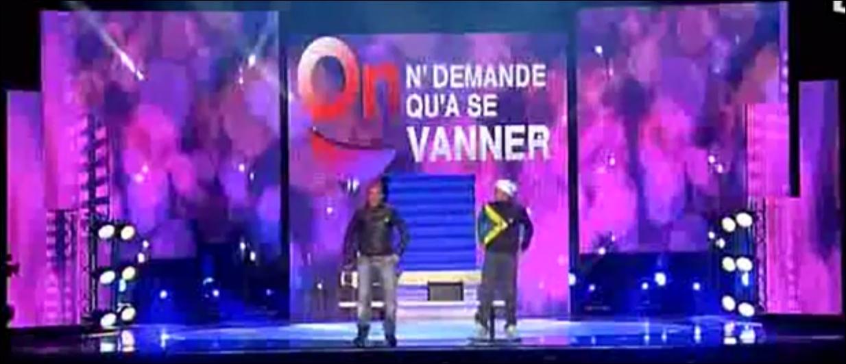 Selon ce sketch des Lascars Gay :  Jeu vidéo : mon corps est une manette , combien Laurent Ruquier a-t-il fait de buzz avec sa cuisse sans faire exprès ?