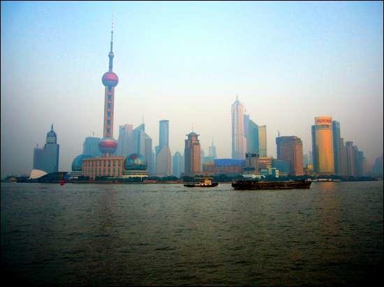 Que sont les 'Zones Economiques Spéciales' en Chine ? (photo : le port de Pudong à Shanghaï)