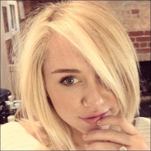 Les cheveux de Miley au naturel étaient blonds et elle a voulu retrouver sa couleur d'origine.