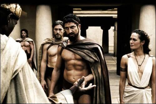 On commence par une des scènes cultes du film. Qu'arrive-t-il aux messagers envoyés par Xerxès ?