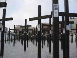 Les gardes avait pour ordre de tirer à vue. Un mémorial honore la mémoire des personnes abattues en essayant de franchir le mur. Combien y a-t-il eu de victimes  officiellement   recensées ?