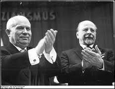 Quel président du conseil de la RDA a pris la decision de sa construction avec l'accord de Khrouchtchev ?