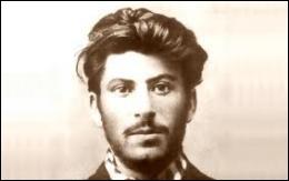 Qui est ce jeune homme au physique de jeune premier de cinéma ?