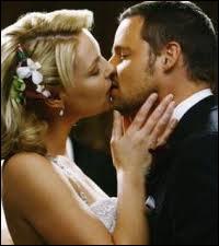 Grey's Anatomy : Izzie Stevens s'est mariée ou a été sur le point de se marier 2 fois. Avec qui , dans l'ordre ?