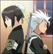 Quand il est shinigami, que dit-il devant le brancard de Renji Abarai à Hinamori ?