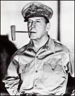 Quel général américain a reçu, en tant que commandant suprême des forces alliées au Japon, la reddition de l'empereur nippon ?