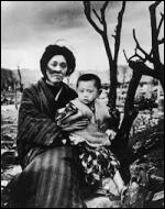 Selon les règles du droit international, les bombardements atomiques sur le Japon peuvent-ils être objectivement considérés comme des crimes de guerre et des crimes contre l'humanité ?