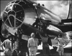 Quel est le nom de l'avion Boeing B-29 Superfortress qui largua sur la ville d'Hiroshima, le 6 août 1945, la première Bombe A utilisée comme arme de guerre ?