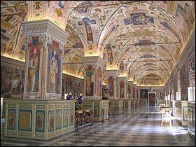 Vous aimez lire, vous aimez les mystères. Que conserve le Vatican en Enfer (en photo la bibliothèque apostolique du Vatican) ?
