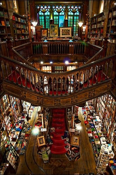 Vous aimez les livres, vous aimer les découvrir et les faire partager. Quelle extraordinaire librairie existe en Chine ?