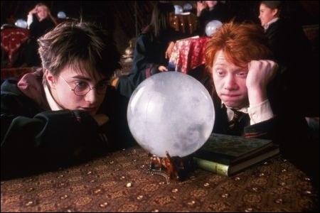 Pendant quel cours, enseigné par un fantôme nommé Binns, Harry et son ami n'écoutent-ils jamais ?