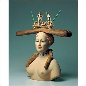 Buste de femme rétrospectif , tel est le nom de cette oeuvre composée de porcelaine, perles, plumes et encrier, réalisée en 1933 par celui qui disait être  fou du chocolat Lanvin , c'est-à-dire