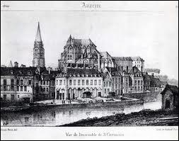 Quelle est la préfecture du département de l'Yonne et quelles sont ses sous-préfectures ?