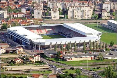 Ce stade peut accueillir 20 087 personnes, mais dans quelle ville se trouve- t-il ?