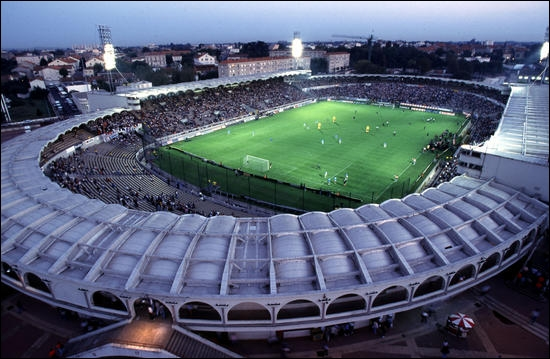 Quelle équipe joue dans ce stade, anciennement appelé Parc lescure, et qui se nomme à présent Chaban-Delmas ?