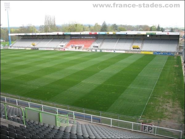 Qui joue au stade de l'Abbé Deschamps ?