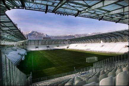 Quelle équipe joue au Stade des Alpes ?