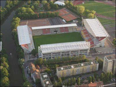 Quelle équipe joue au stade St Symphorien ?