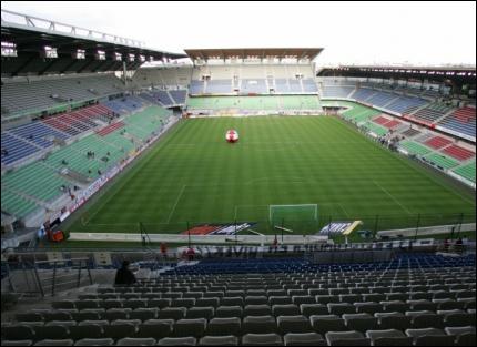 Dans quelle ville se trouve le stade de la route de Lorient ?