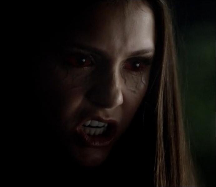 Dans quelle saison Elena se transforme-t-elle en vampire ?