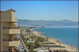 Dans quelle région espagnole se trouve la Costa del Sol et la ville de Malaga, haut-lieu de tourisme balnéaire depuis les années 60 ?