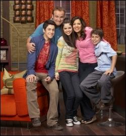 Quelle est cette série, où Selena est Alex Russo ?