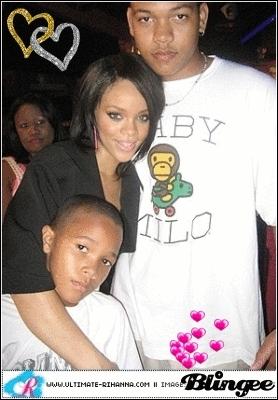 Quels sont les prénoms des frères de Rihanna ?